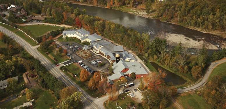 Emerson-Resort-Spa-in-the-Fall