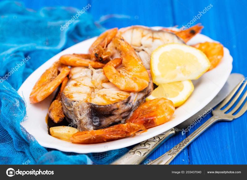 Depositphotos_203437040-stock-photo-boiled-fish-shrimps-lemon-white